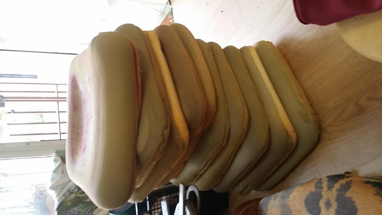 Dizaine d'assises de chaises à recouvrir