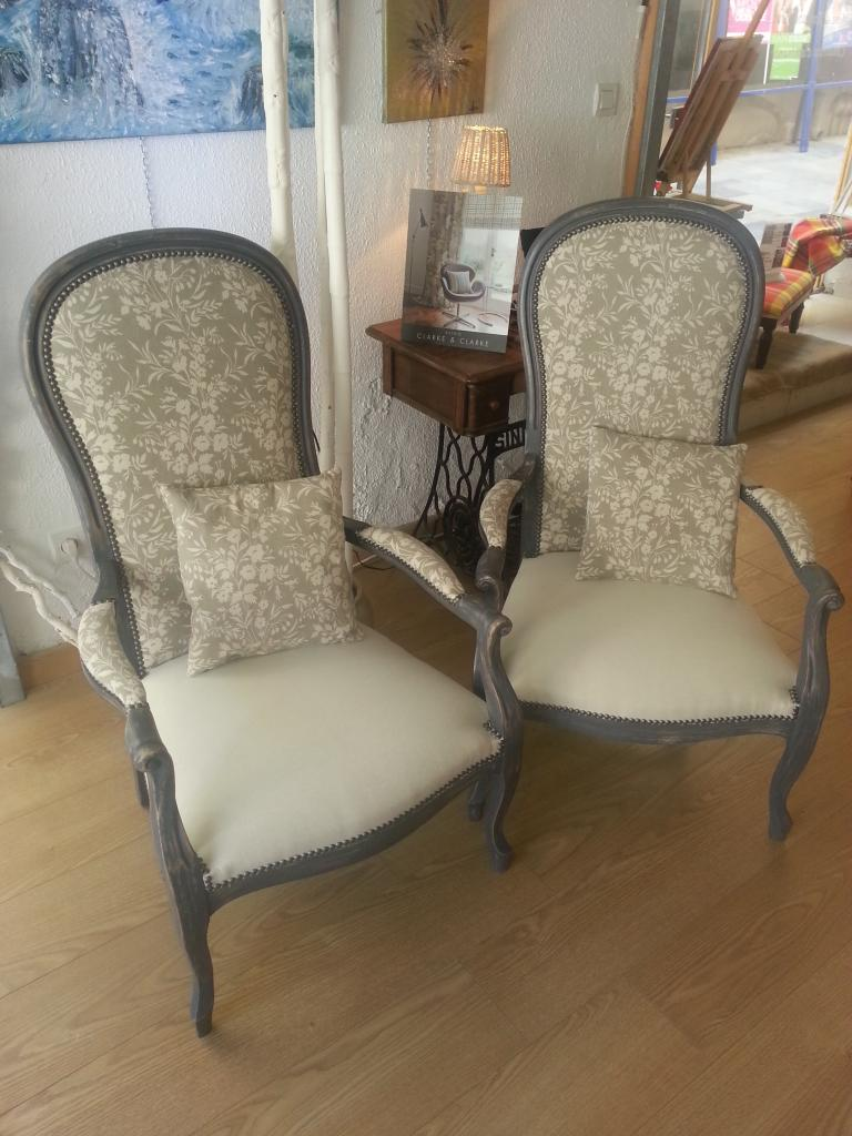 paire de fauteuils style voltaire relook s. Black Bedroom Furniture Sets. Home Design Ideas