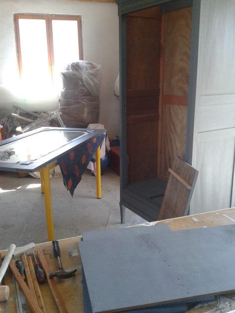 Création d'étagères et application peinture.