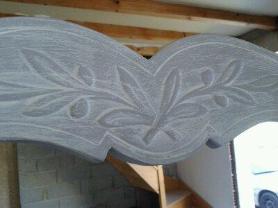 Dossier de fauteuil gris perlé patiné blanc