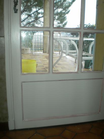 Porte donnant sur la terrasse.