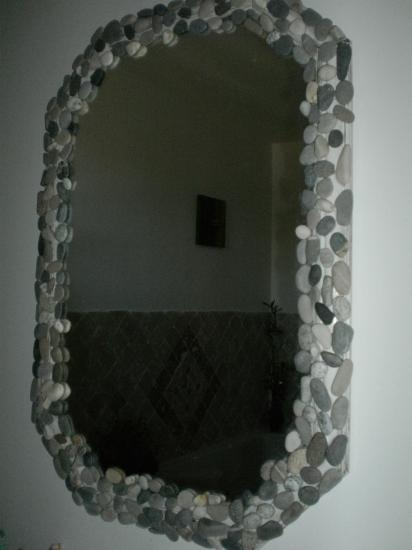 Miroir salle de bain en galets. vendu