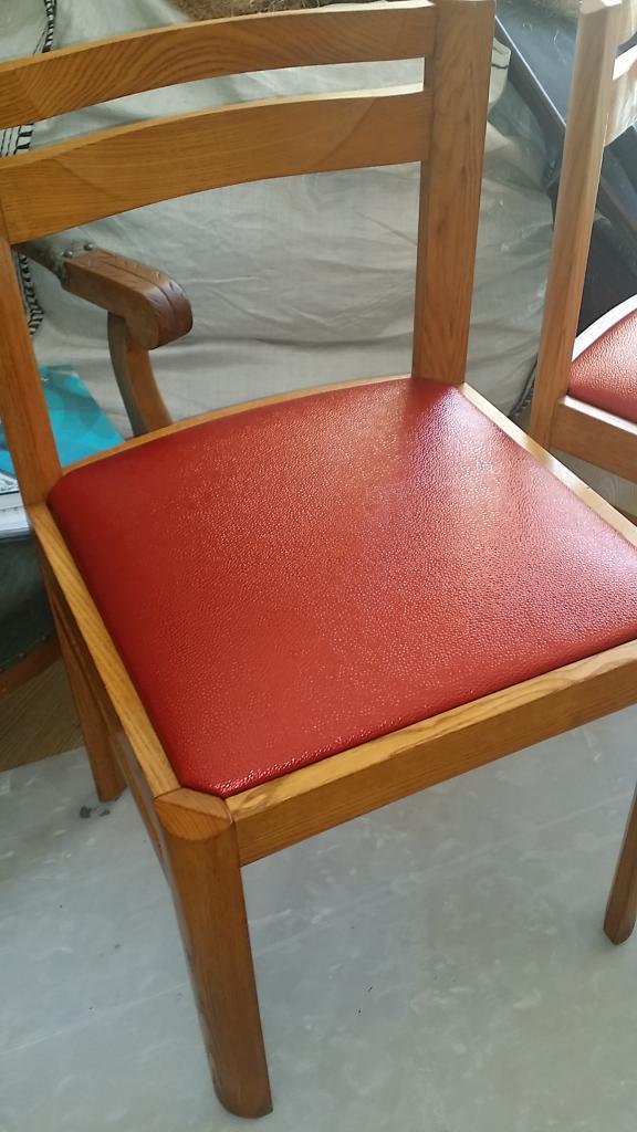 Série de chaises couverte de tissus enduit Carlucci