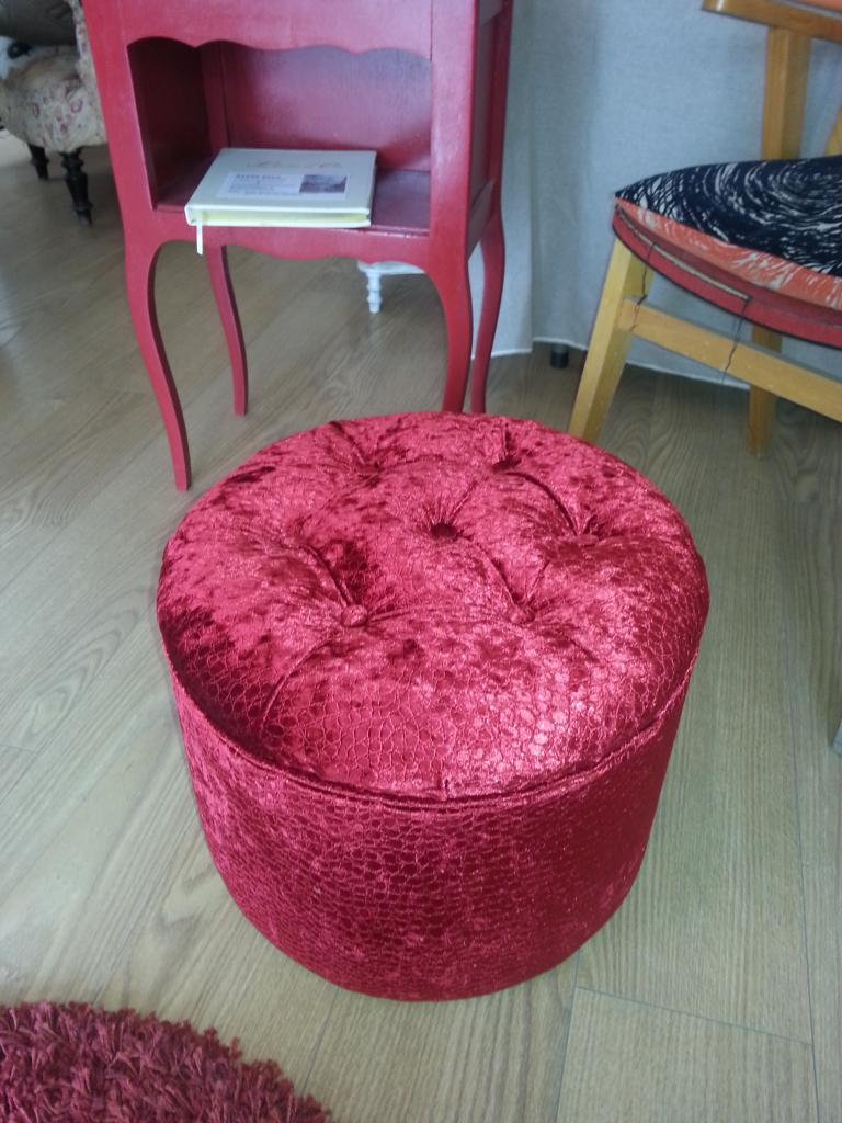 Tabouret avec Tissus Rhino rouge collection Fauna